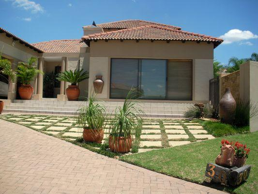 3 bedroom townhouse for sale schuinshoogte 1nw1042118 for Double storey house plans in south africa