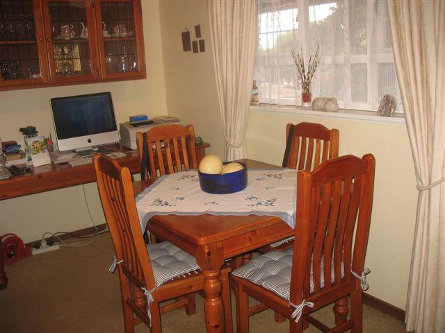 2 Bedroom Apartment  for sale in Umkomaas - 1si1046929 - 3