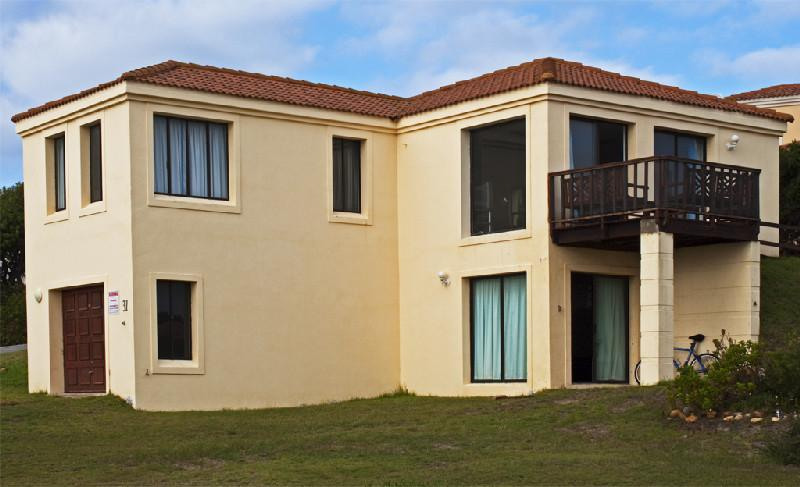 1 Bedroom Double storey House for sale in Santareme