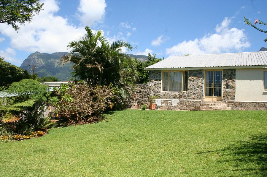 http://listing.pamgolding.co.za/Images/Properties/201203/334147/H/334147_H_1.jpg