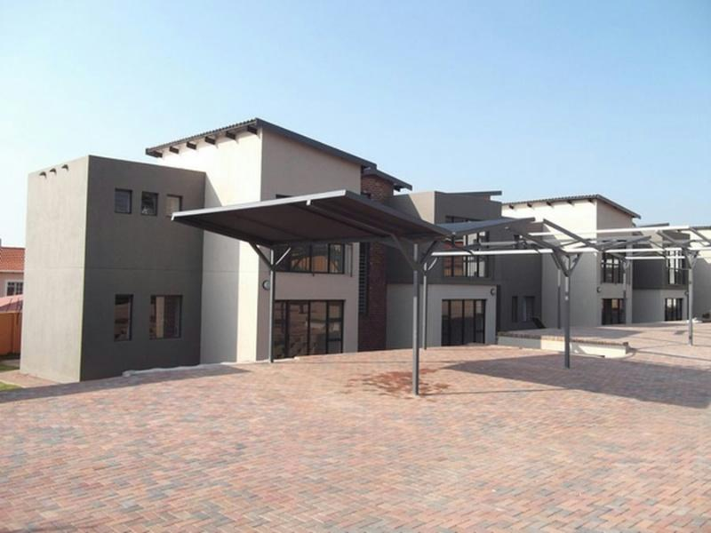 http://listing.pamgolding.co.za/Images/Properties/201206/343602/H/343602_H_1.jpg
