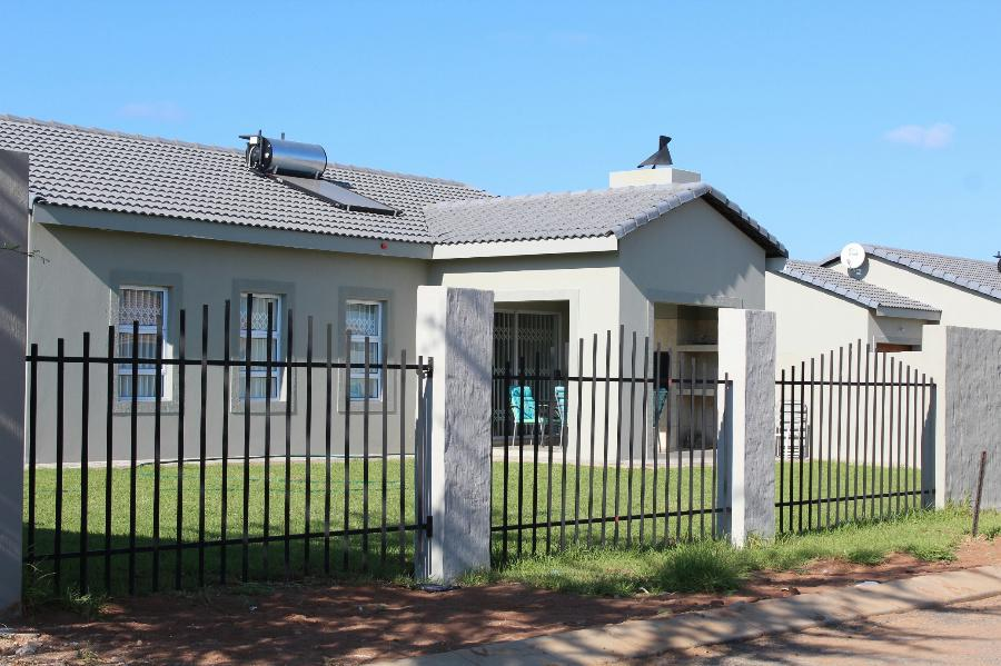 3 Bedroom House for sale in Lephalale (Ellisras) - 1ER1086528 - 5