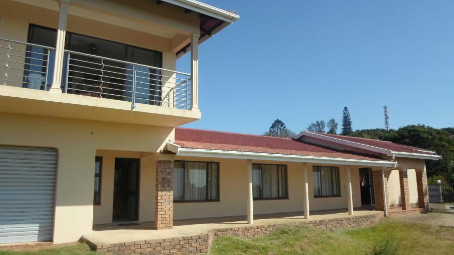 http://listing.pamgolding.co.za/images/properties/201304/375545/H/375545_H_37.jpg