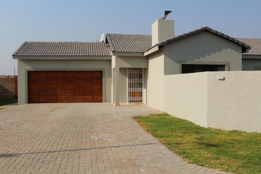 3 Bedroom House for sale in Lephalale (Ellisras) - 1ER1086528 - 3