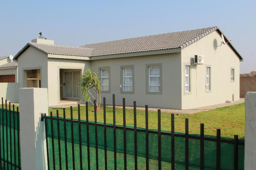 3 Bedroom House for sale in Lephalale (Ellisras) - 1ER1086528 - 11