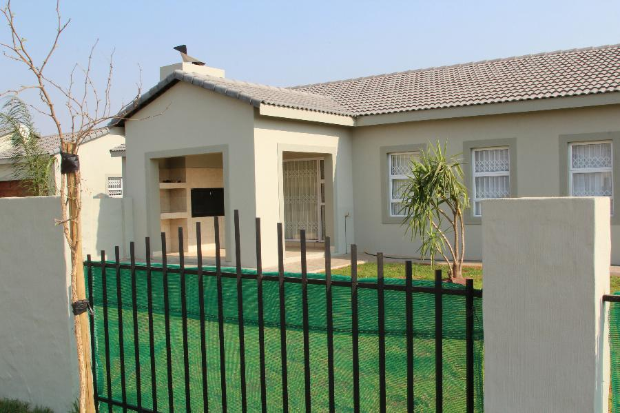 3 Bedroom House for sale in Lephalale (Ellisras) - 1ER1086528 - 12