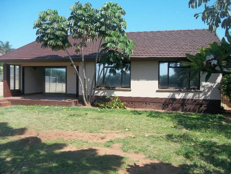 http://listing.pamgolding.co.za/Images/Properties/201310/394058/H/394058_H_1.jpg