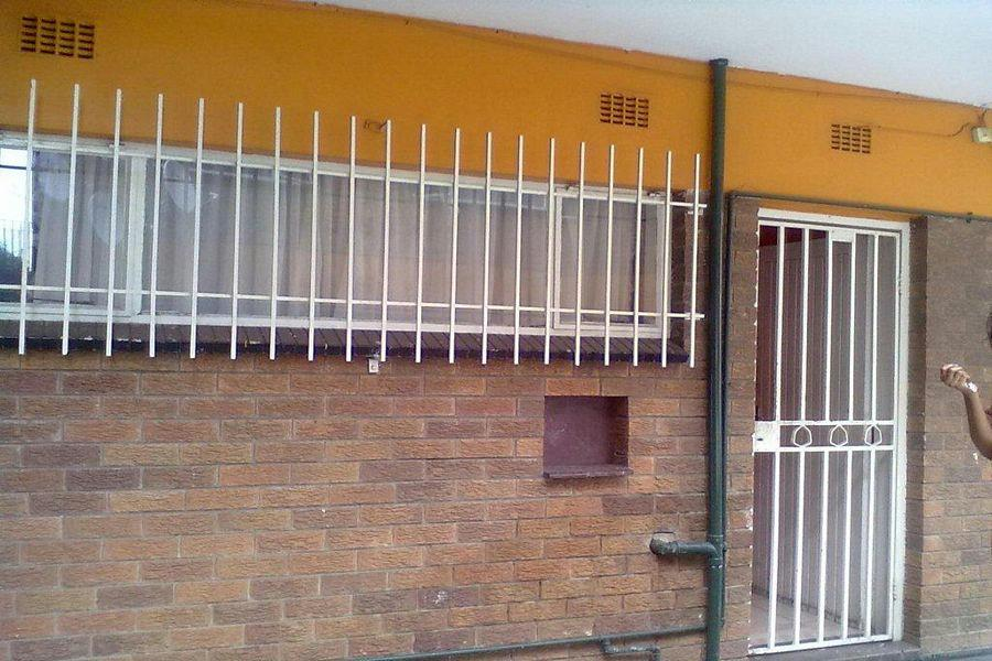 2 Bedroom Apartment For Sale In Vereeniging Central Vereeniging Central Property 1ve1163113