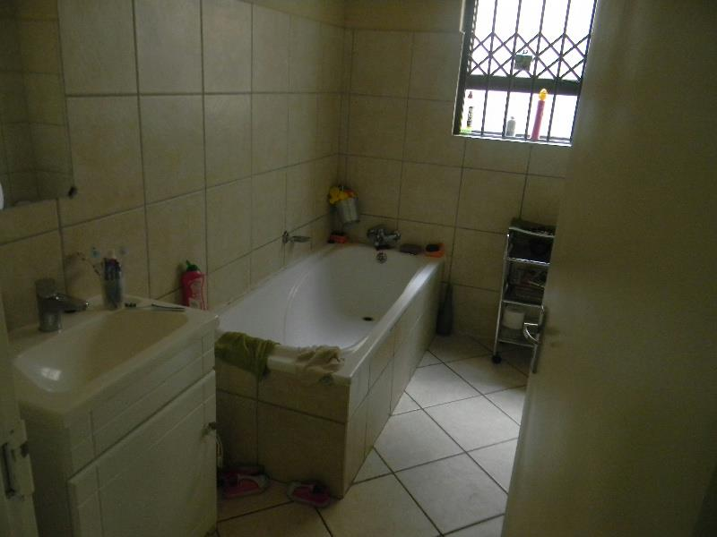 2 Bedroom House To Rent Nelspruit 1ns1299812 Pam