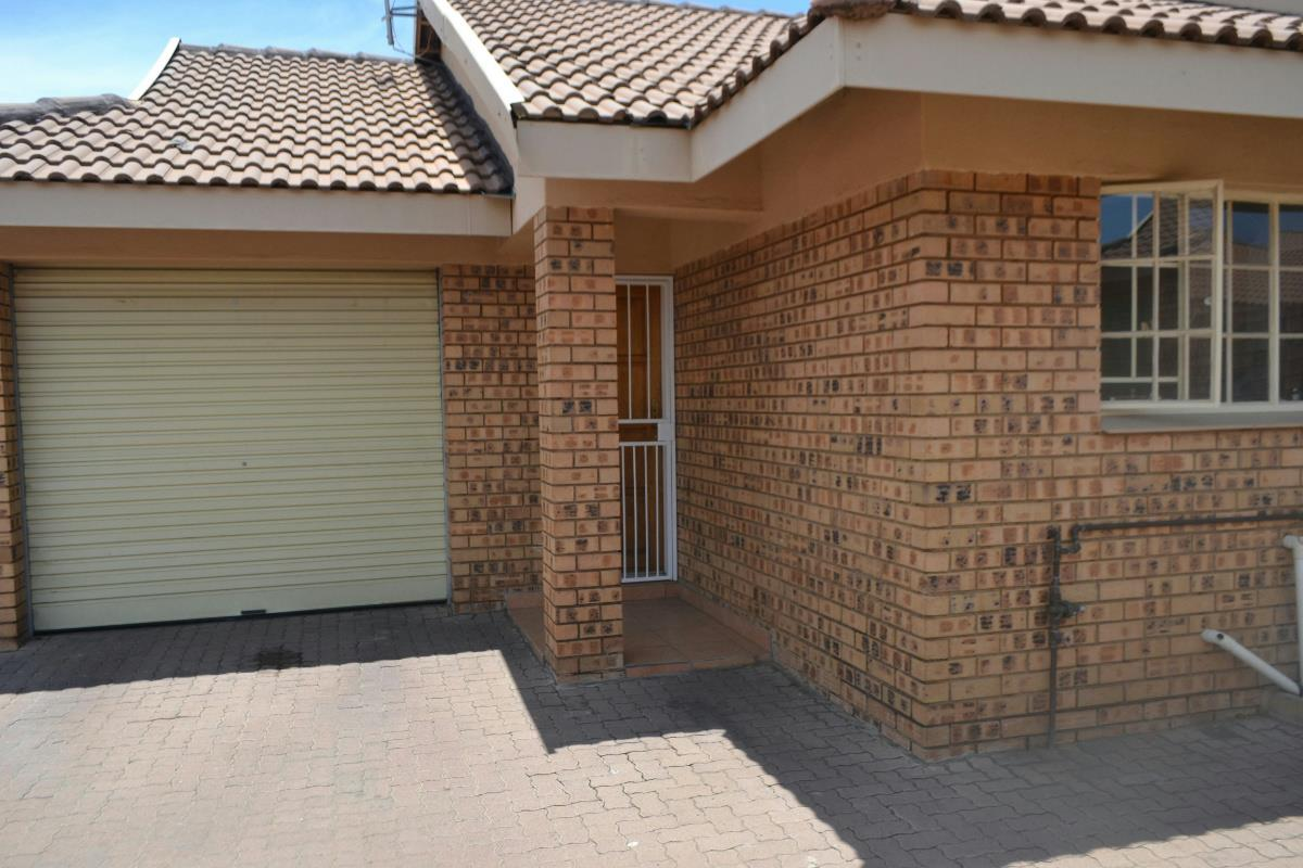 http://listing.pamgolding.co.za/Images/Properties/201412/470884/H/470884_H_1.jpg