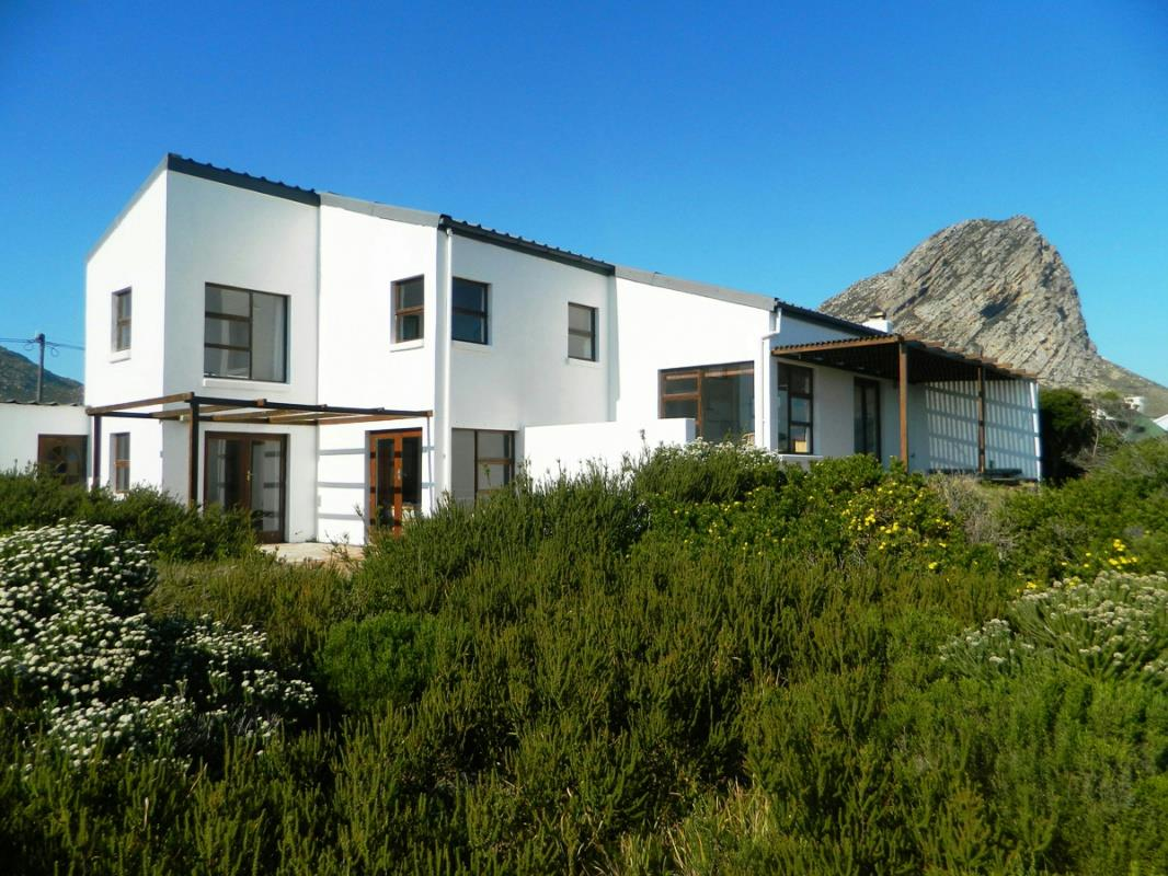 6 Bedroom House For Sale Rooi Els KN