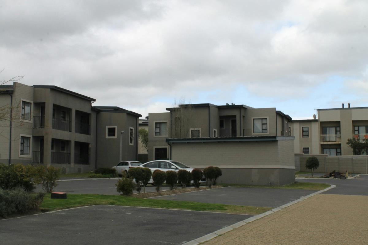 http://listing.pamgolding.co.za/Images/Properties/201508/510269/H/510269_H_1.jpg