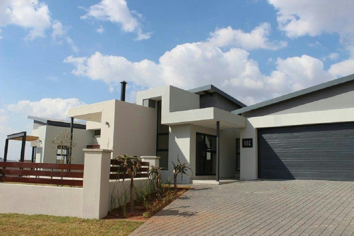 http://listing.pamgolding.co.za/Images/Properties/201508/511831/H/511831_H_1.jpg
