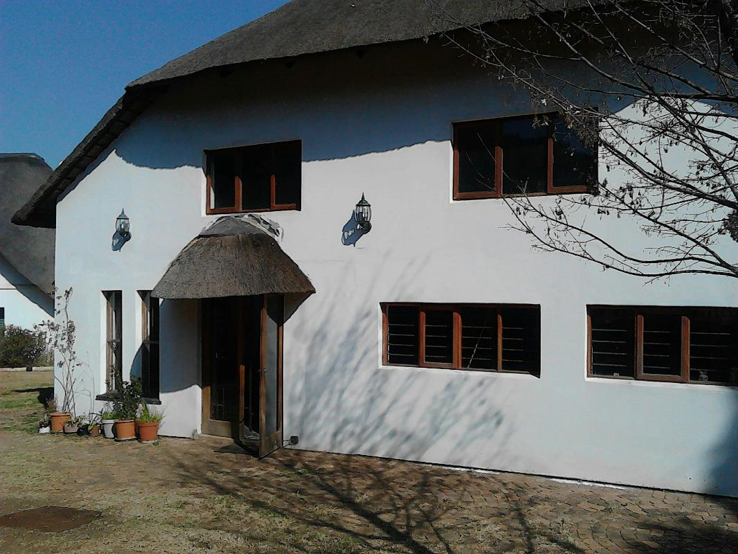 http://listing.pamgolding.co.za/Images/Properties/201508/512817/H/512817_H_12.jpg