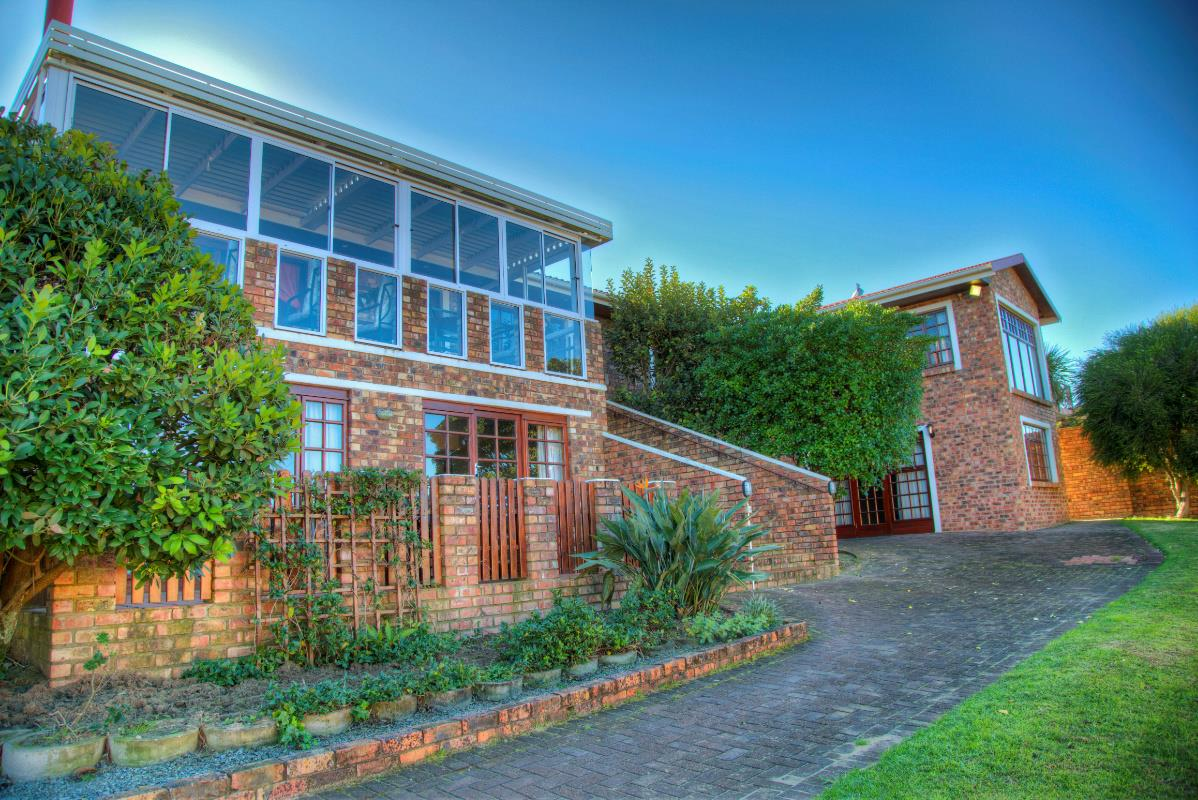 http://listing.pamgolding.co.za/Images/Properties/201509/517184/H/517184_H_5.jpg