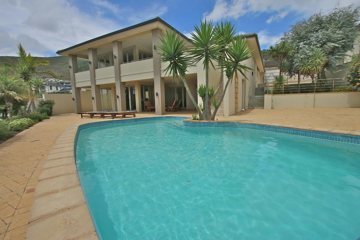 http://listing.pamgolding.co.za/Images/Properties/201602/537110/H/537110_H_1.jpg