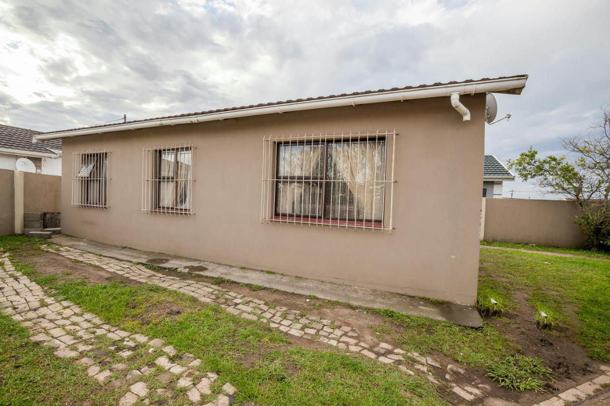 http://listing.pamgolding.co.za/Images/Properties/201603/539993/H/539993_H_10.jpg
