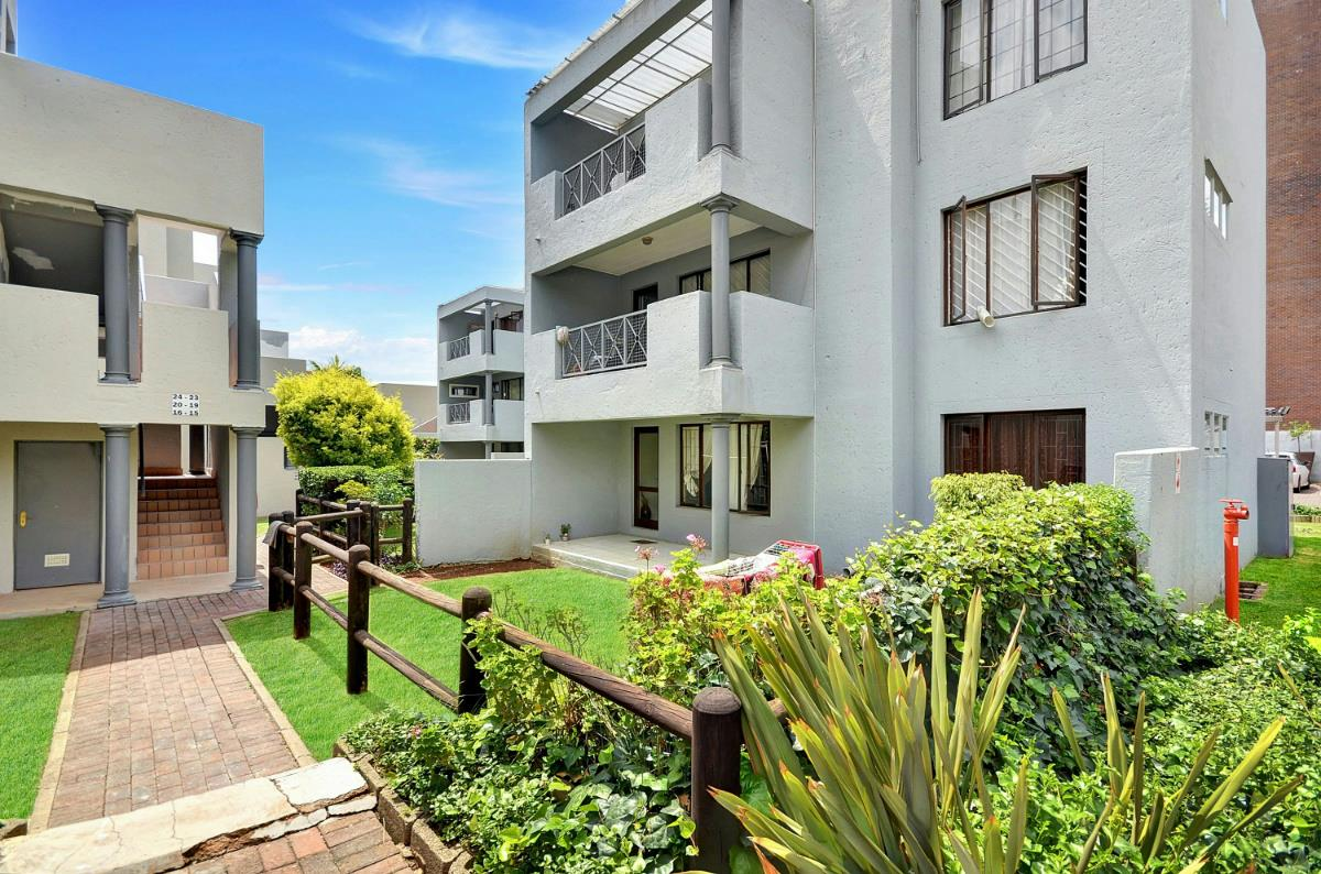 http://listing.pamgolding.co.za/Images/Properties/201603/542279/H/542279_H_1.jpg