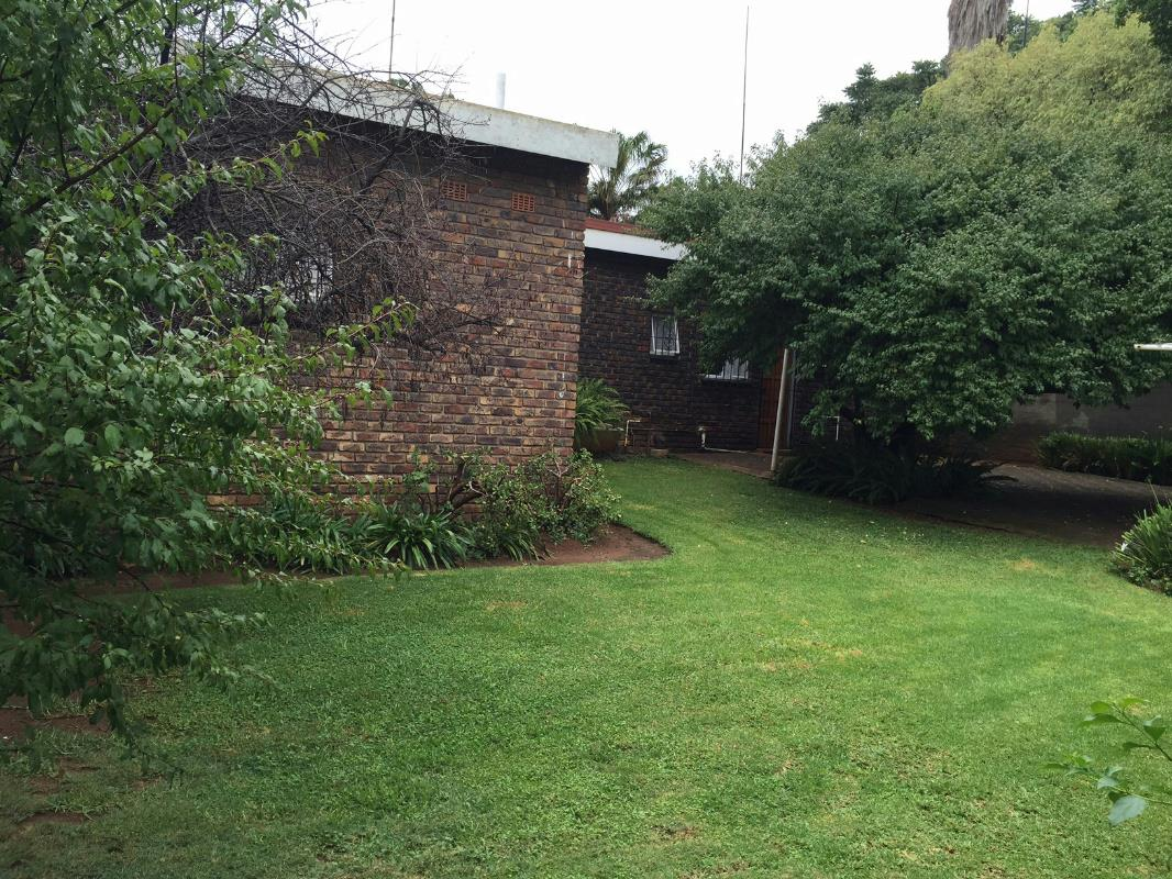 5 bedroom house for sale brooklyn pretoria east for Landscaping rocks for sale in pretoria