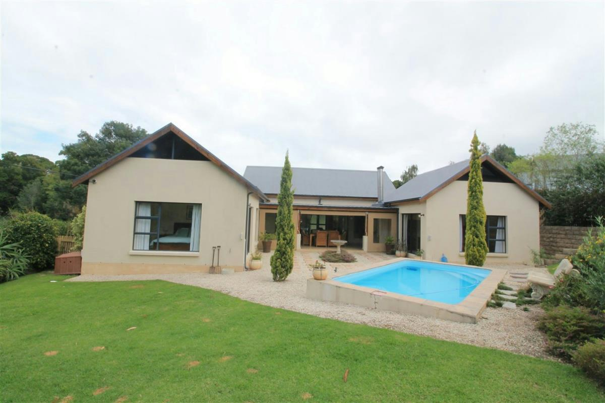 http://listing.pamgolding.co.za/Images/Properties/201603/547246/H/547246_H_1.jpg