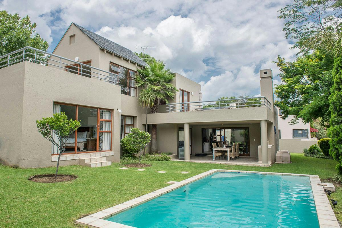 http://listing.pamgolding.co.za/Images/Properties/201604/548109/H/548109_H_1.jpg