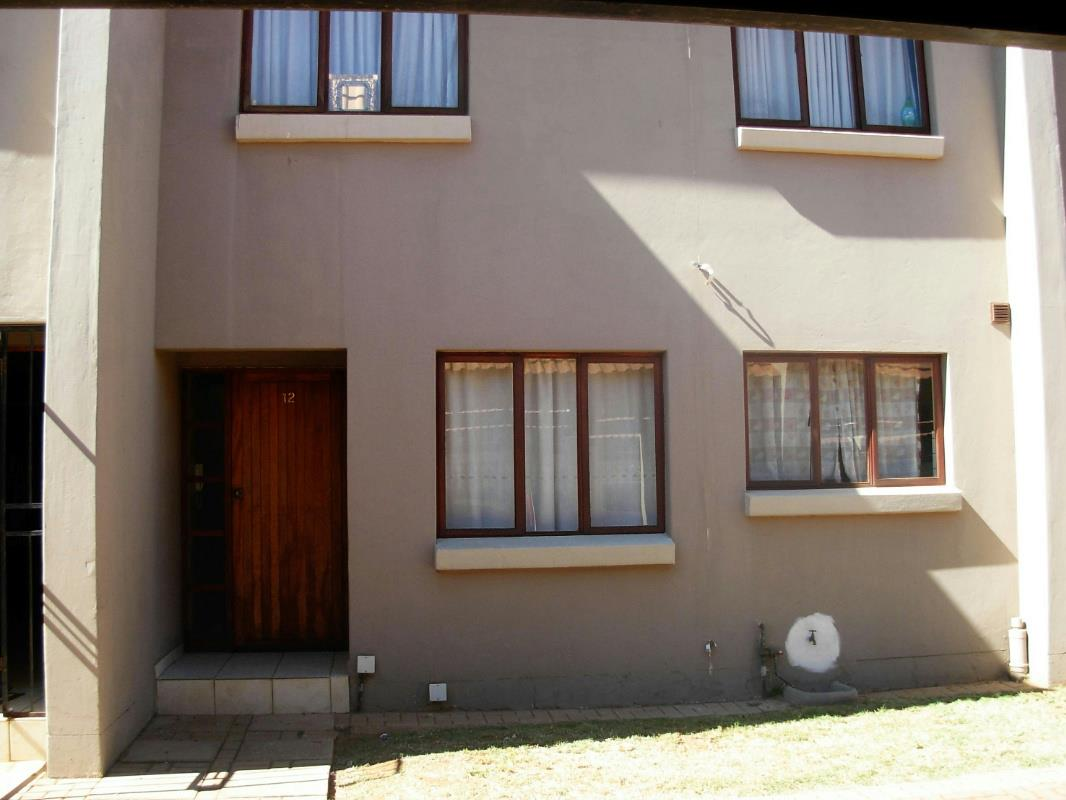 http://listing.pamgolding.co.za/Images/Properties/201605/554614/H/554614_H_1.jpg