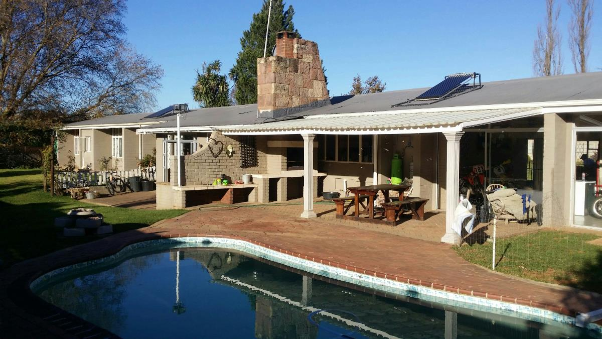 http://listing.pamgolding.co.za/Images/Properties/201605/557893/H/557893_H_4.jpg