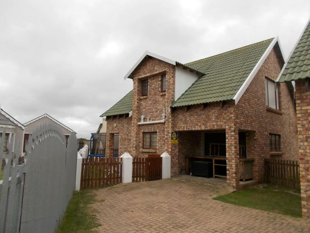 http://listing.pamgolding.co.za/Images/Properties/201606/521755/H/521755_H_16.jpg