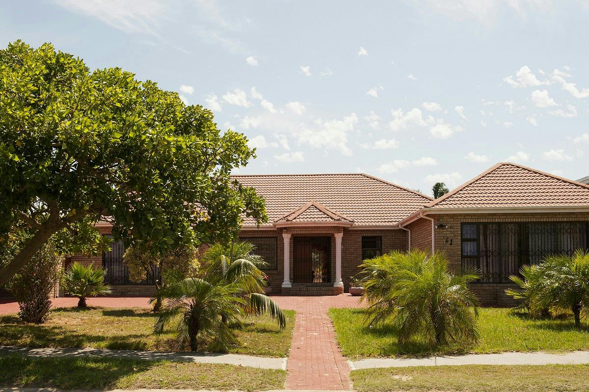 http://listing.pamgolding.co.za/Images/Properties/201606/558268/H/558268_H_1.jpg