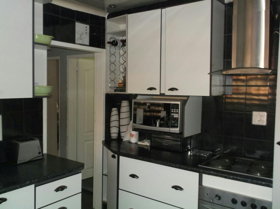 Automated Restaurant Kitchen Doors