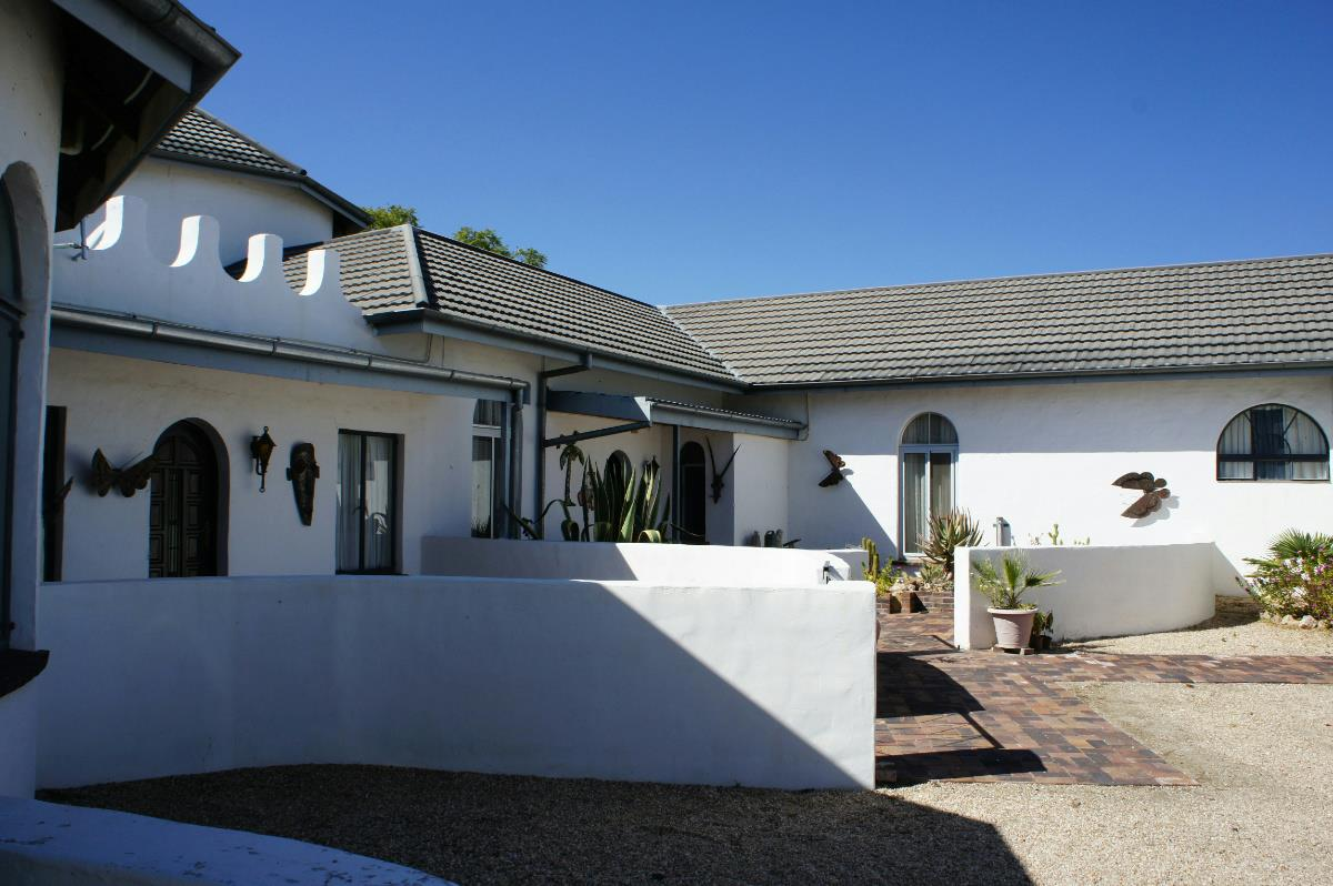 10 bedroom house for sale brakwater namibia 3nm1274898 pam golding properties. Black Bedroom Furniture Sets. Home Design Ideas