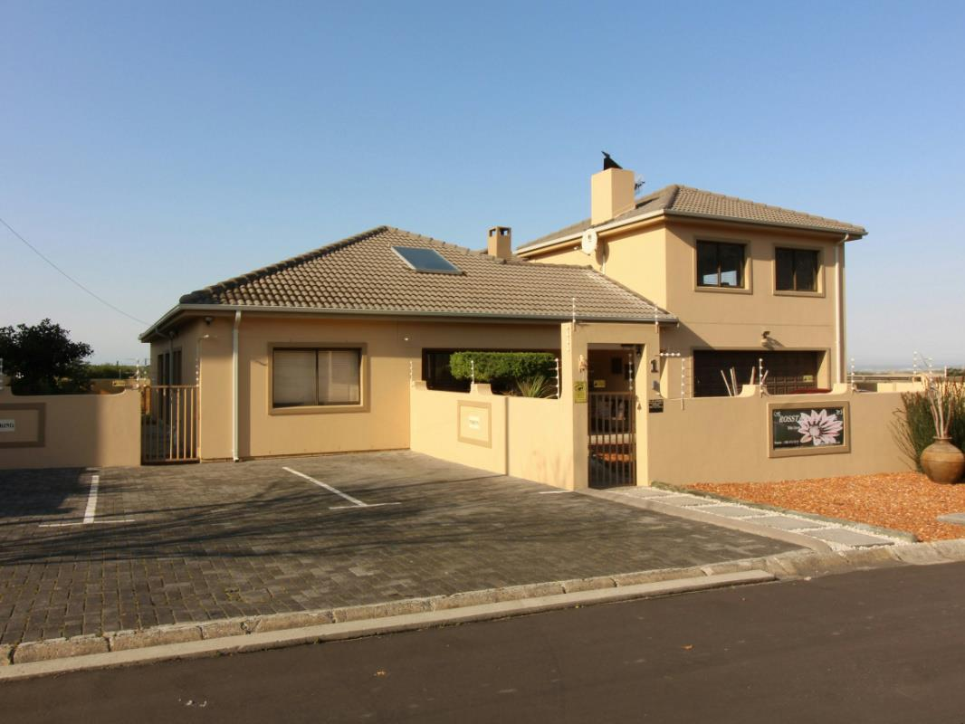 6 Bedroom House For Sale Heuningkloof KN