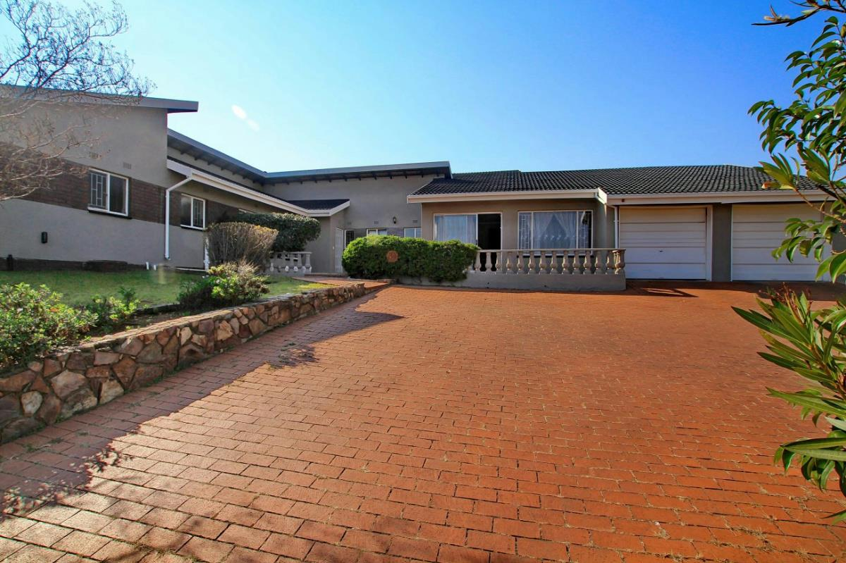http://listing.pamgolding.co.za/Images/Properties/201608/570880/H/570880_H_3.jpg