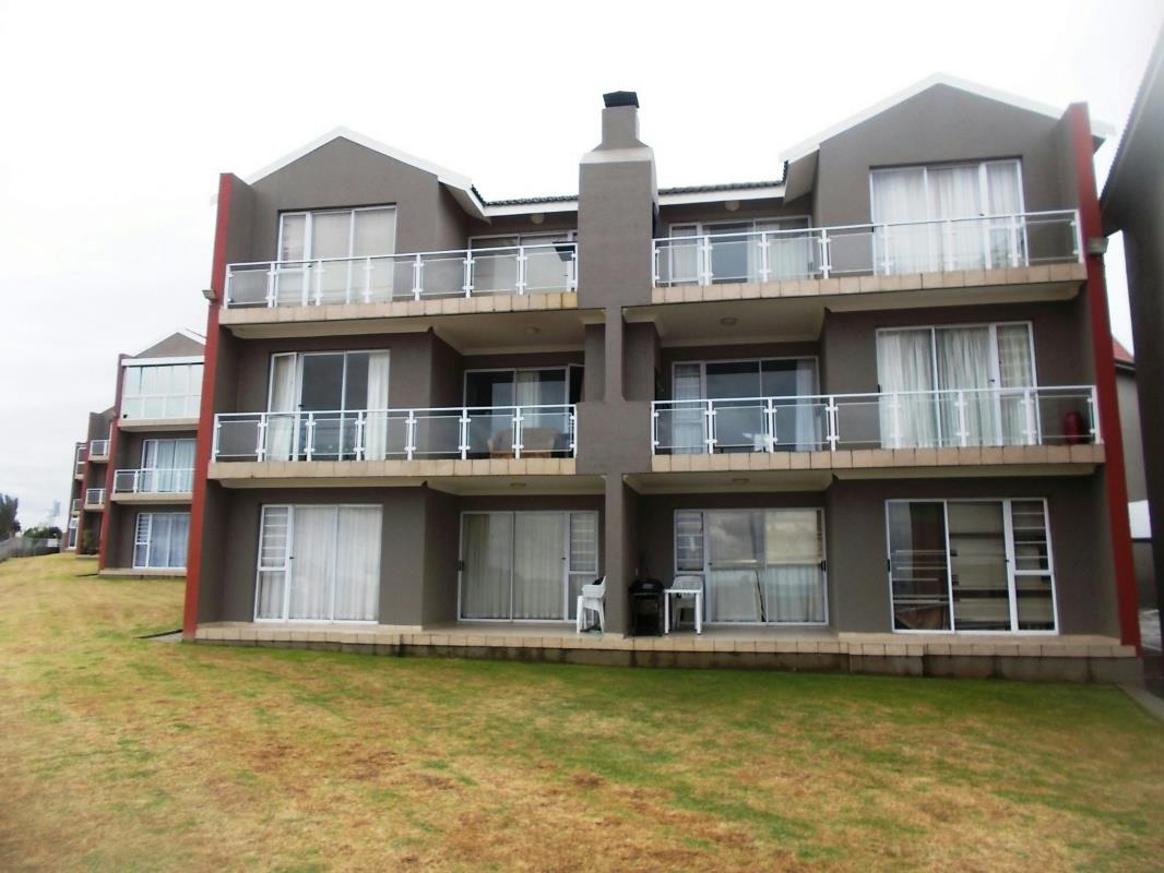 http://listing.pamgolding.co.za/Images/Properties/201608/570889/H/570889_H_16.jpg