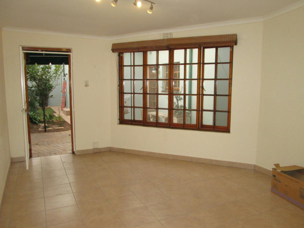 http://listing.pamgolding.co.za/Images/Properties/201608/571940/H/571940_H_3.jpg