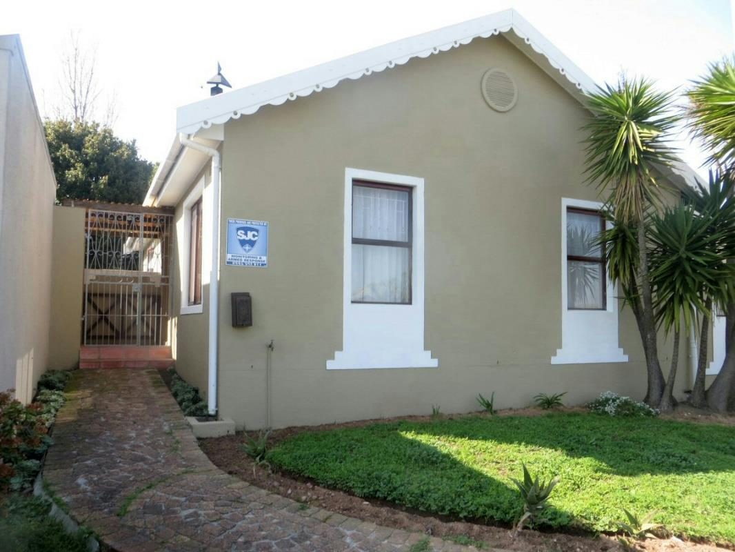 http://listing.pamgolding.co.za/Images/Properties/201608/573151/H/573151_H_1.jpg