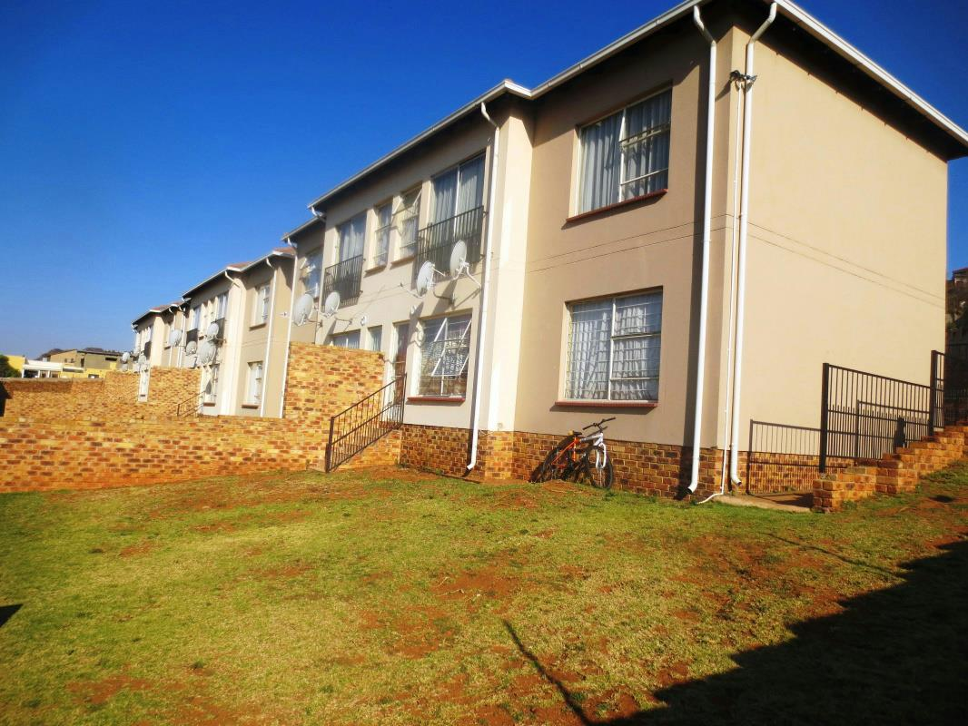 2 Bedroom Townhouse For Sale Bank Assisted Sale By Standard Bank Naturena 1gv1281591 Pam