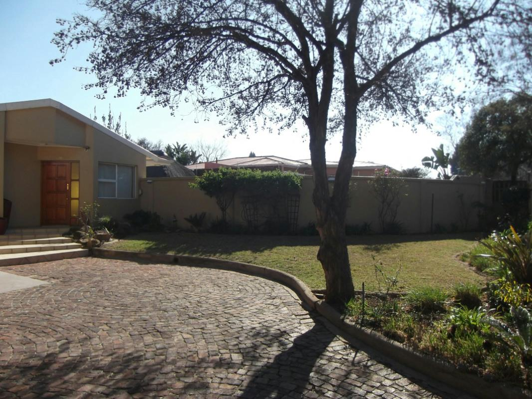 http://listing.pamgolding.co.za/Images/Properties/201608/574813/H/574813_H_24.jpg