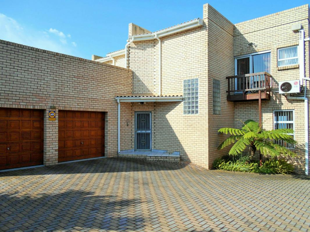 http://listing.pamgolding.co.za/Images/Properties/201609/393633/H/393633_H_1.jpg