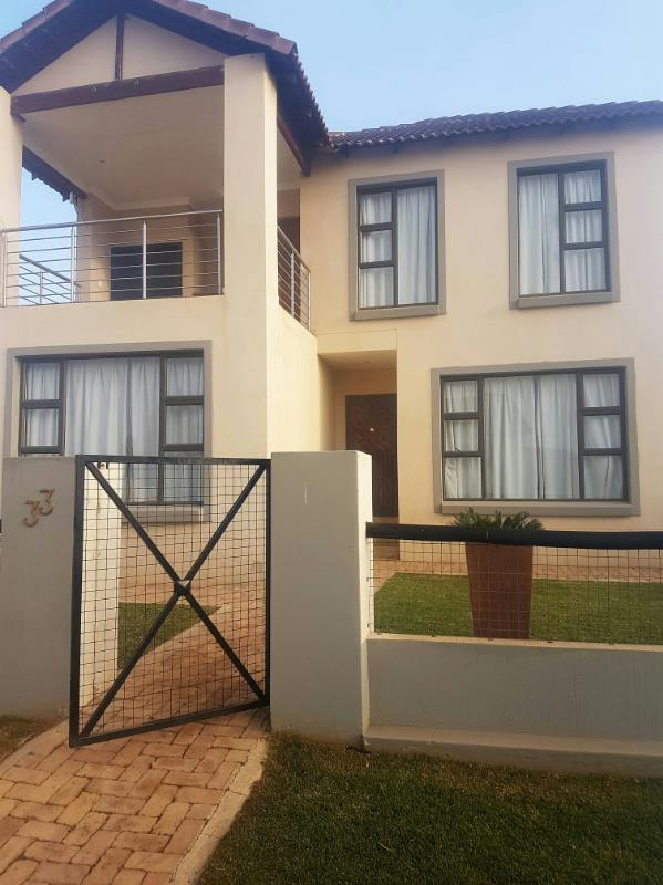 http://listing.pamgolding.co.za/Images/Properties/201609/577884/H/577884_H_2.jpg