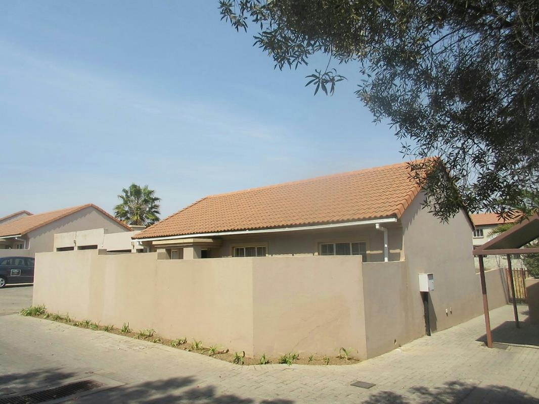 http://listing.pamgolding.co.za/Images/Properties/201609/579704/H/579704_H_2.jpg