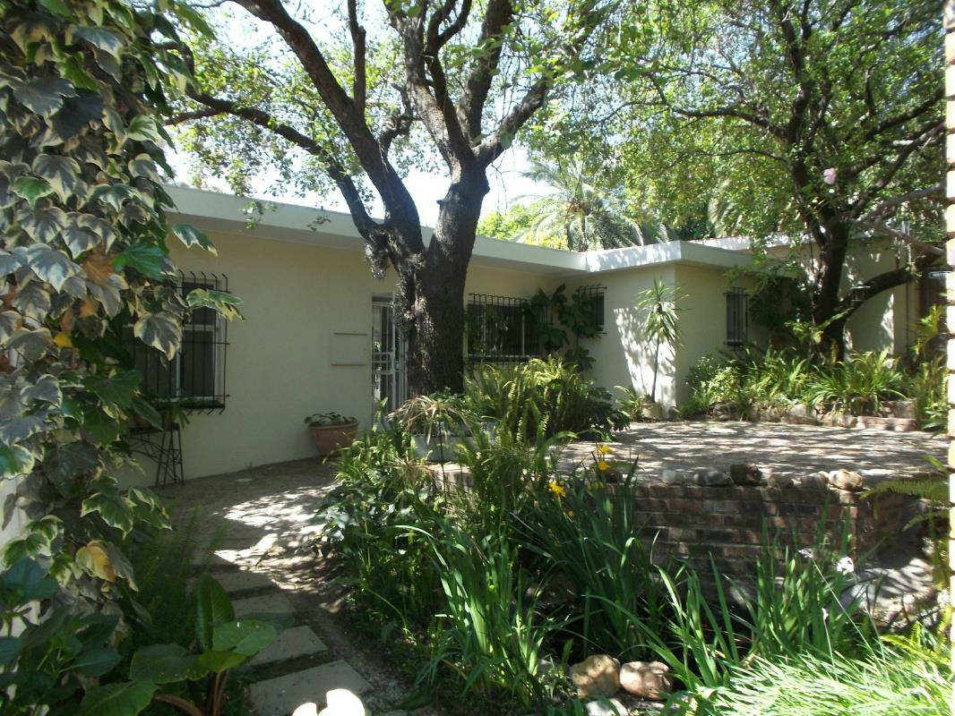 http://listing.pamgolding.co.za/Images/Properties/201610/584052/H/584052_H_1.jpg