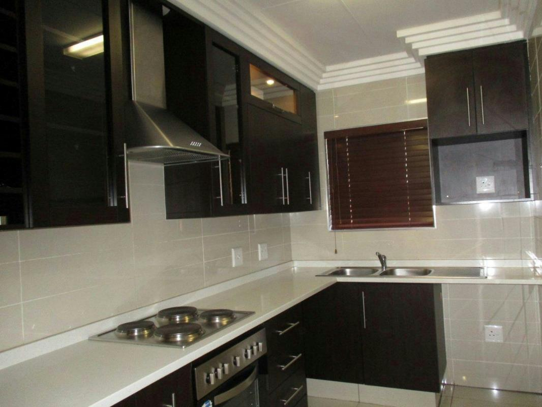 http://listing.pamgolding.co.za/Images/Properties/201610/584272/H/584272_H_1.jpg