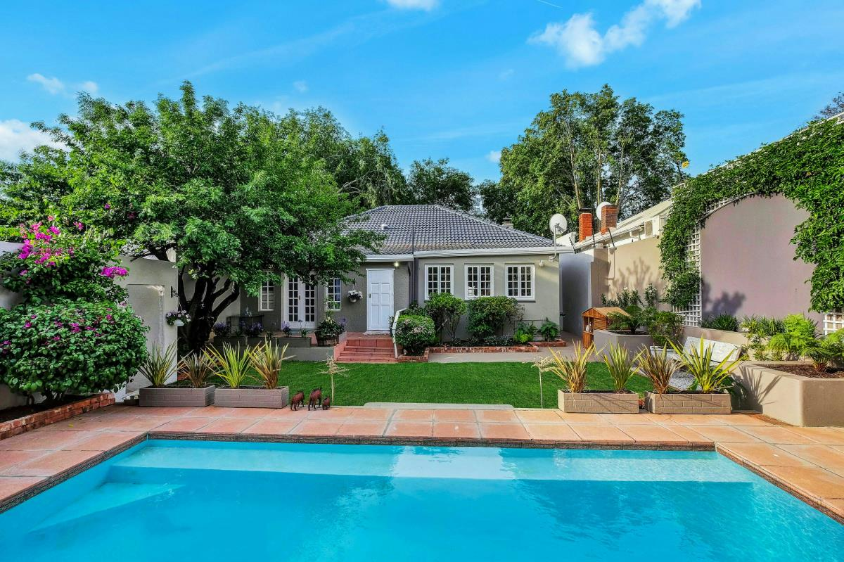http://listing.pamgolding.co.za/Images/Properties/201610/585299/H/585299_H_2.jpg
