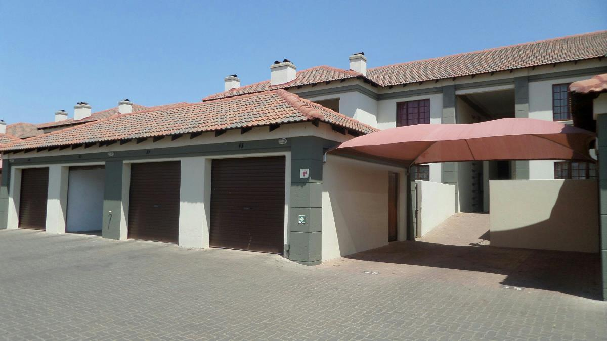 http://listing.pamgolding.co.za/Images/Properties/201610/586094/H/586094_H_16.jpg