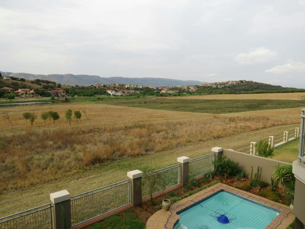 http://listing.pamgolding.co.za/Images/Properties/201610/587350/H/587350_H_27.jpg