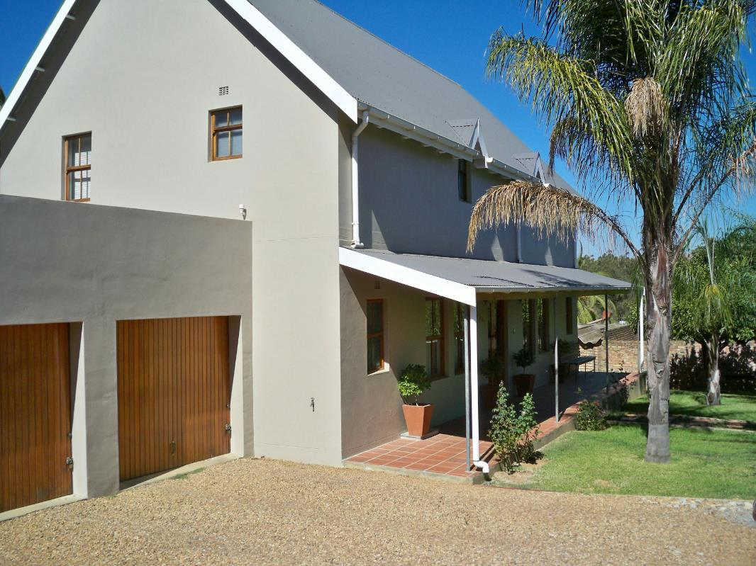 http://listing.pamgolding.co.za/Images/Properties/201611/546106/H/546106_H_24.jpg
