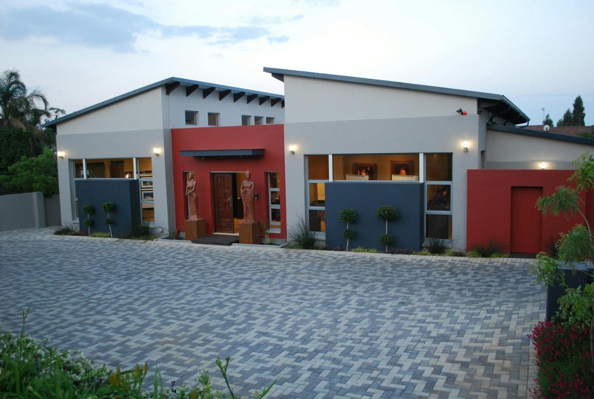 6 Bedroom House For Sale Moreleta Park PT