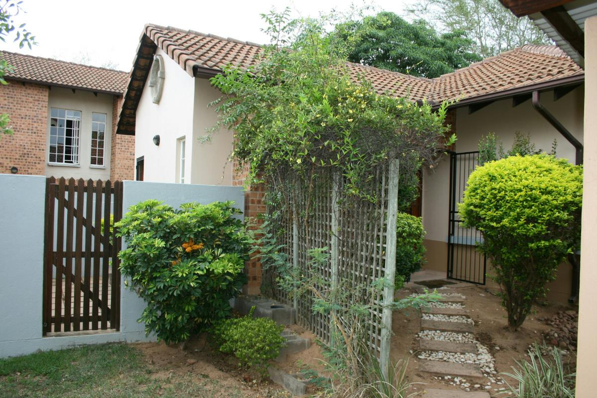 http://listing.pamgolding.co.za/Images/Properties/201611/589685/H/589685_H_5.jpg