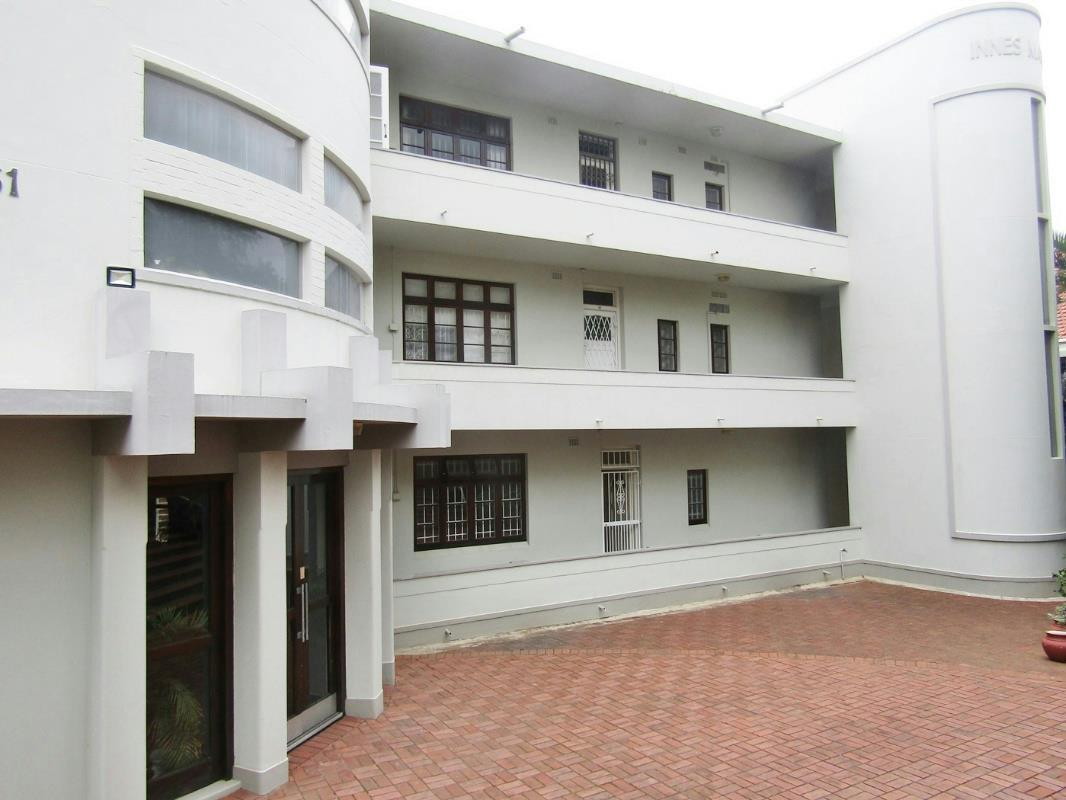 http://listing.pamgolding.co.za/Images/Properties/201612/389694/H/389694_H_11.jpg